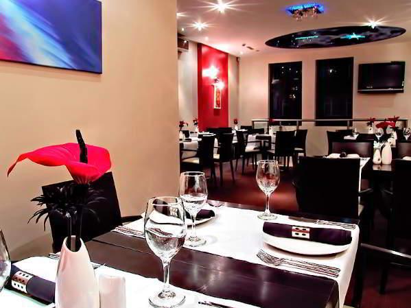 simla-indian-restaurant-boldmere-inside-seating-decor